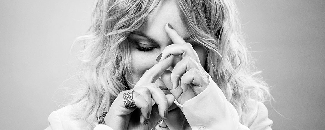 Amy Poehler Talks 'Wine Country' With Elle Magazine