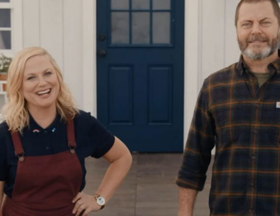 (Video) Amy Poehler and Nick Offerman demonstrate what makes a perfect host
