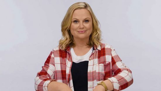 (Video) Amy Poehler Sifts Through Buttons